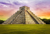 Pyramid Kukulkan temple. Chichen Itza. Mexico. Maya civilization — Stock Photo