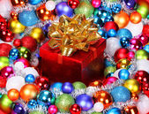 Christmas Gift with Gold Bow and Colorful Balls. Christmas Decor — Foto de Stock