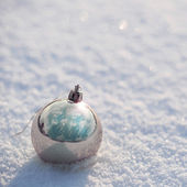 Silver Christmas Balls on Snow. Outside. Winter Sunny Day. — Foto Stock