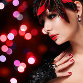 Fashion girl with feathers. Glamour young woman with red lipstic — Stockfoto