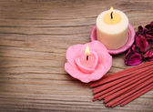 Spa. Burning candles with dried roses leaves and incense sticks — Stock Photo