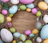 Colorful easter egg on wooden background — Stock Photo