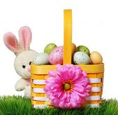 Easter basket with colorful eggs and rabbit on green grass — Foto Stock