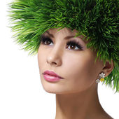 Spring Woman. Beautiful Girl with Green Grass Hair. Fashion Makeup — Stockfoto