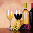 Bottles of Red and White Wine with Fresh Grapes. Glasses of Wine — Stock Photo #44297415