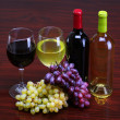Bottles of Red and White Wine with Fresh Grapes. Glasses of Wine — Stock Photo