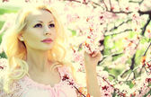 Blonde Girl with Cherry Blossom. Spring Portrait. — Stok fotoğraf