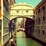 Venice. Gondolas passing over Bridge of Sighs — Stock Photo #51786389