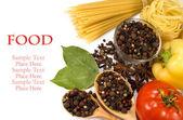 Pasta, spezie e verdure crude — Foto Stock