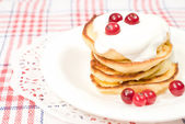 Sweet pancakes with sour cream — Stock Photo