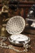 Stilleven met vintage pocket watch close-up — Stockfoto