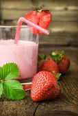 Strawberry yogurt with fresh berries — Photo