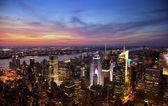 Widok na panoramę Nowego Jorku o zachodzie słońca — Zdjęcie stockowe