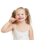 Muchacha del niño lindo cepillarse los dientes aislados sobre fondo blanco — Foto de Stock