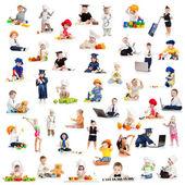 Enfants ou des enfants ou des bébés jouant professions isolées sur blanc — Photo