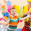 Joyful kids with clown on birthday party — 图库照片