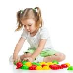 şirin çocuk mozaik oyuncakla oynamak — Stok fotoğraf