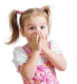 Dziecko dziewczynka z rąk blisko twarzy na białym tle — Zdjęcie stockowe
