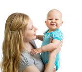 любящая мать, удерживая мальчика, изолированные на белом — Стоковое фото