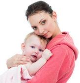Mère avec bébé après le bain — Photo