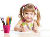 Menina bonito desenho com lápis coloridos — Fotografia Stock