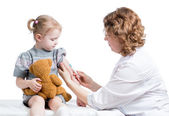 Doctor vaccinating kid isolated on a white — Photo