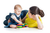 Little girl and mother with building blocks — Стоковое фото