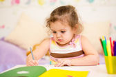 Kid girl drawing with felt-tip pen — Stock Photo