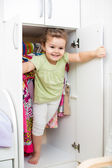 Kid girl playing ang hiding inside wardrobe — Stock Photo
