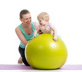 Mother doing gymnastics with baby on fitness ball — Стоковое фото