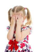 Девушка немного страшно или плакать или играя Бо Пип, скрывая лицо — Стоковое фото