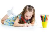 Söta unge ritning med färgpennor — Stockfoto