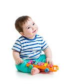 Lindo bebé jugando con juguetes musicales — Foto de Stock