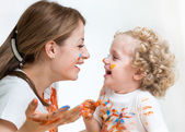 Mom and kid girl painting together — Stock Photo