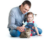 Kid girl and her dad play with cat kitten — Stock Photo