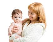 母亲与婴儿沐浴后 — 图库照片