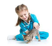 Kid girl playing doctor with cat kitten — Stok fotoğraf