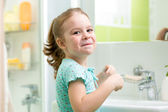Kid girl washing his face and hands in bathroom — Zdjęcie stockowe