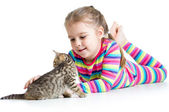 Kid girl stroking cat kitten — Fotografia Stock