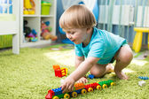 Kid boy playing with construction toys indoor — Stock Photo