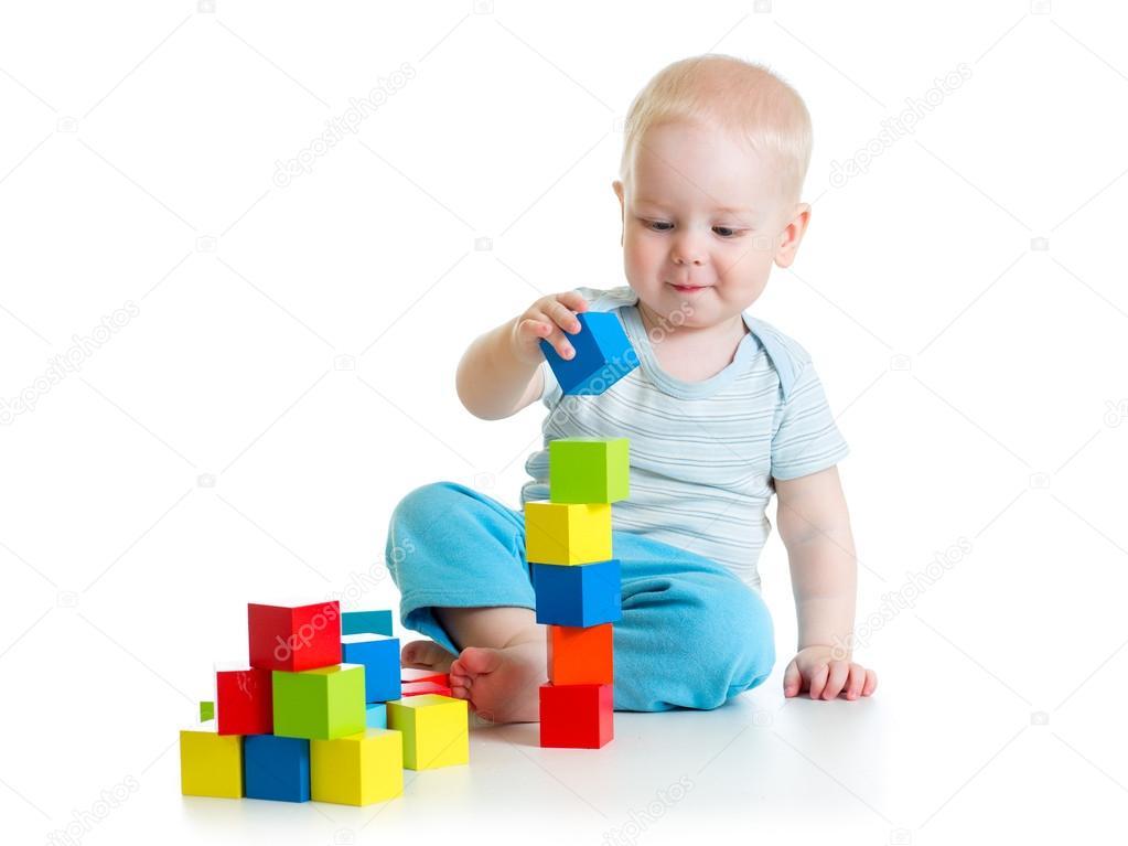 Beb ni o peque o jugando con juguetes de bloque de - Foto nino pequeno ...