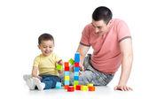 Dziecko i jego tata grać z bloków — Zdjęcie stockowe
