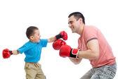 çocuk ve baba boks eldivenleri ile oynamak — Stok fotoğraf