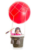 Kid with pilot hat and teleskop on hot air balloon — Stock Photo
