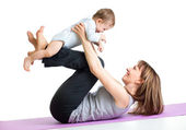 Mother with baby do gymnastic exercises — Stock fotografie
