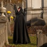 Widow in black cape — Stock Photo