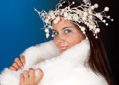Winter woman with christmas wreath — Stock Photo