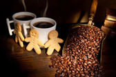 Gingerbread men and coffee — Stock Photo