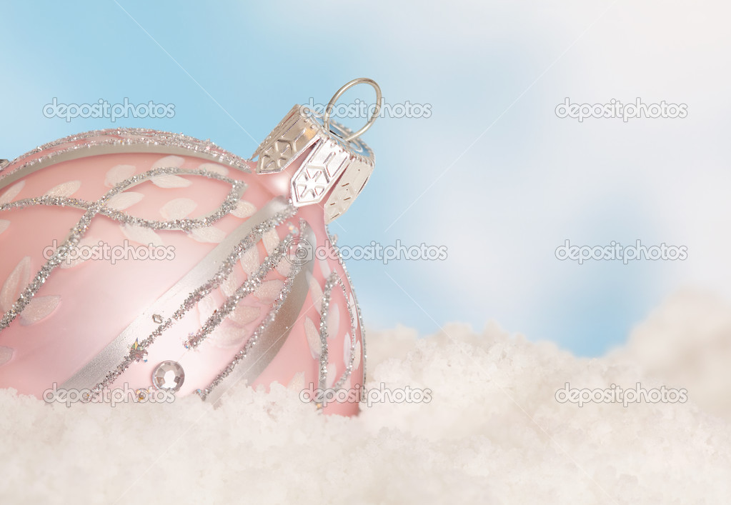 Soft glass pink christmas bauble in the snow — Stock Photo #13567964