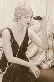 Flapper lady with binoculars — Stockfoto
